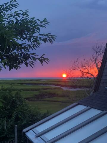 Welcome to the Aerie! Great views of Cape Cod Bay