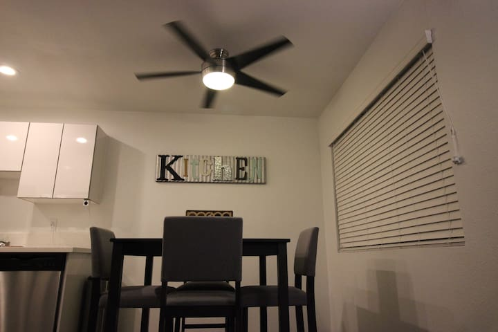 LARGE!!! LIVING ROOM SPACE IN BEAUTIFUL APARTMENT
