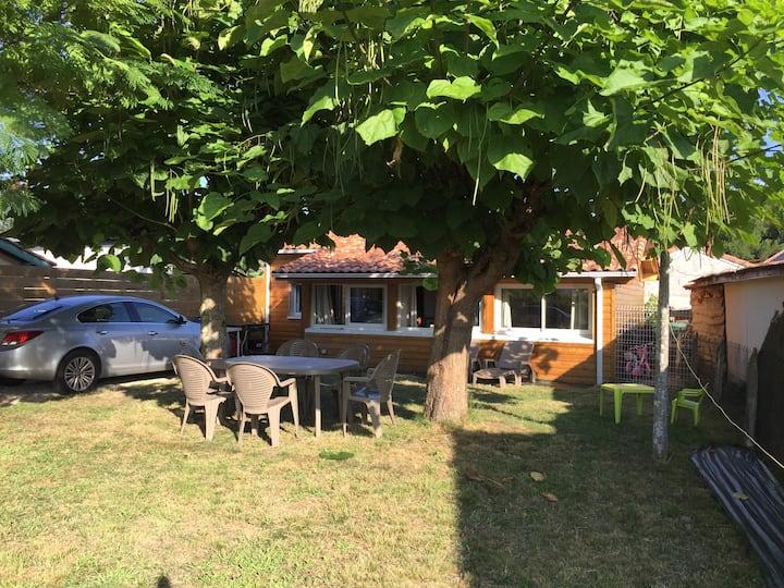 Soustons Maison deux chambres, jardin ombragé.