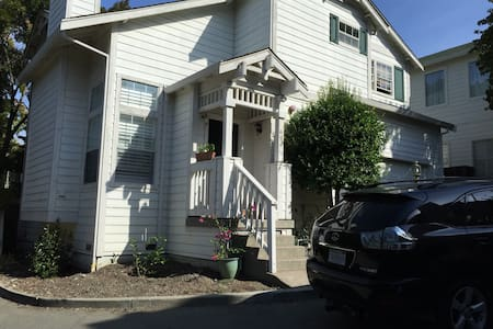Sunny house in Walnut Creek - 核桃溪市(Walnut Creek) - 独立屋
