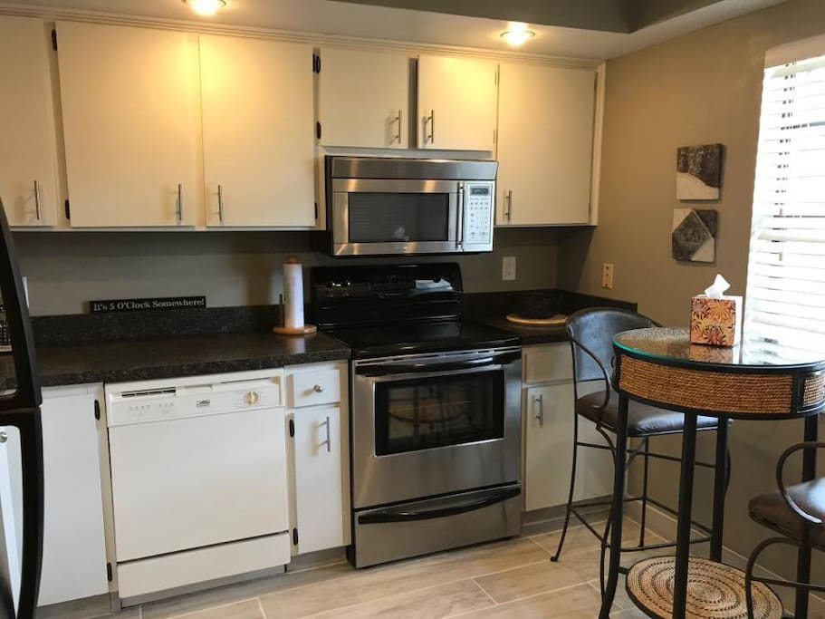 White Kitchen, Stainless Steel Appliances, built in Dishwasher, new tile!