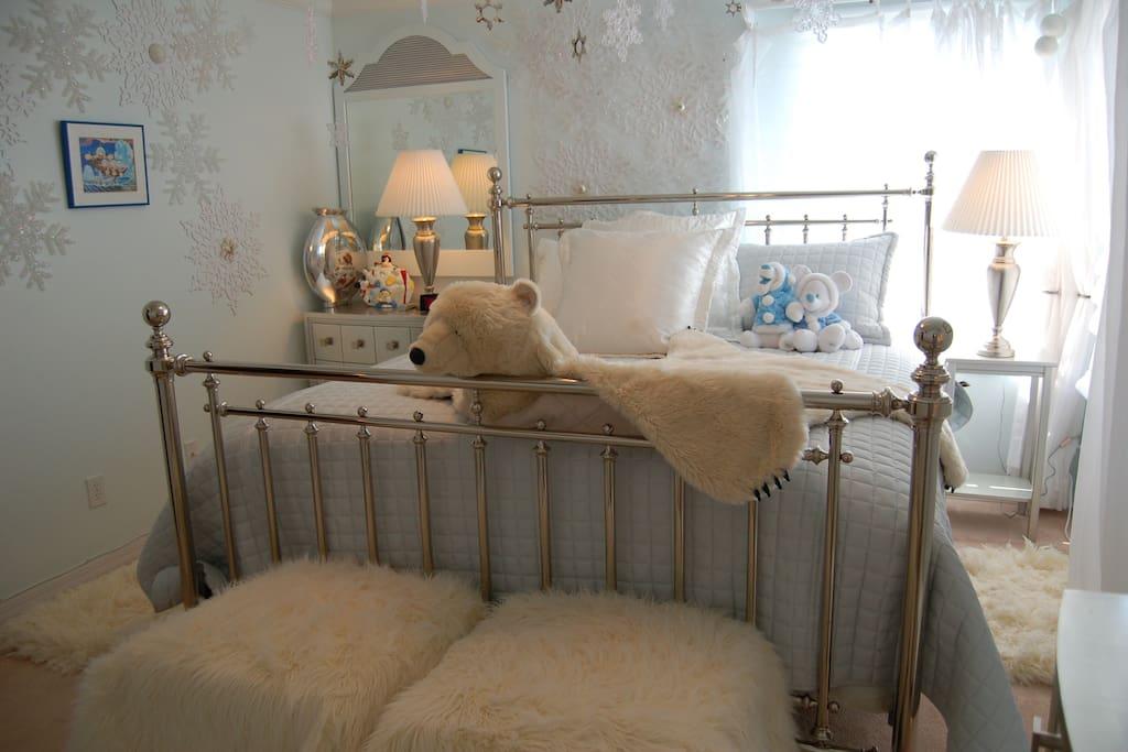 Arctic Fantasia, 2nd floor Master Bedroom