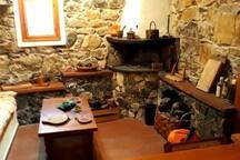 Taverna con camino negli spazi in comune