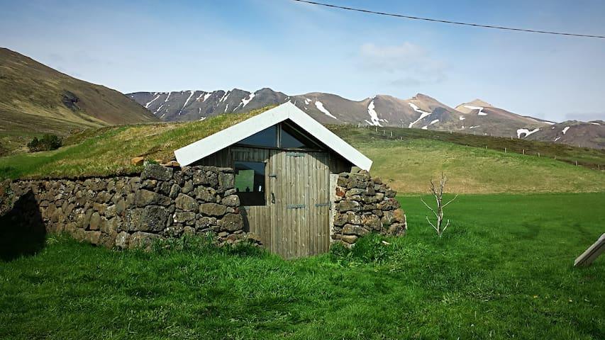 Rustic off the grid Icelandic turf house - cottage - Reykjavík - Cottage