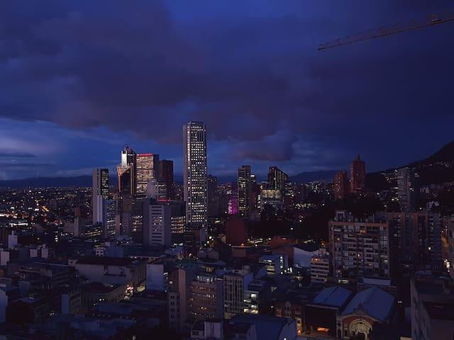 Apto piso 27 en el edificio más alto de Bogotá