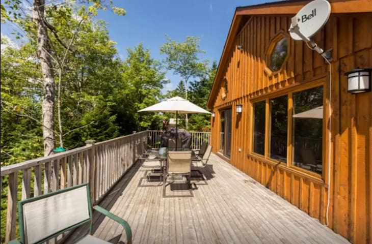 Lakefront Chalet-Come and view the Fall colours!