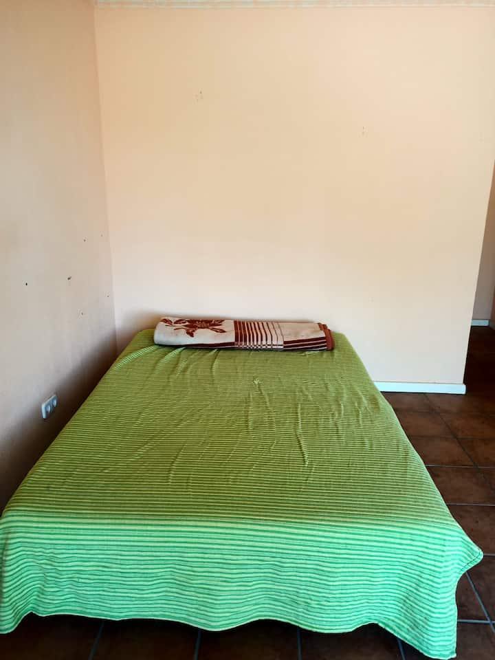 Amplia habitación con baño privado
