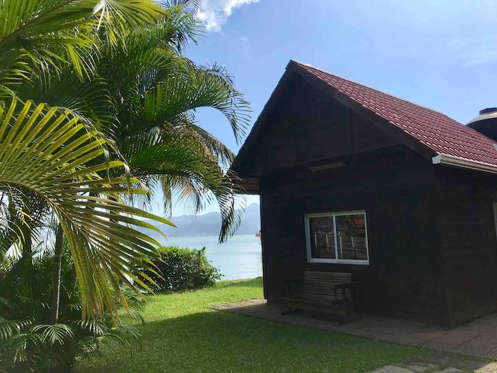 Cabaña a la orilla del Mar 2