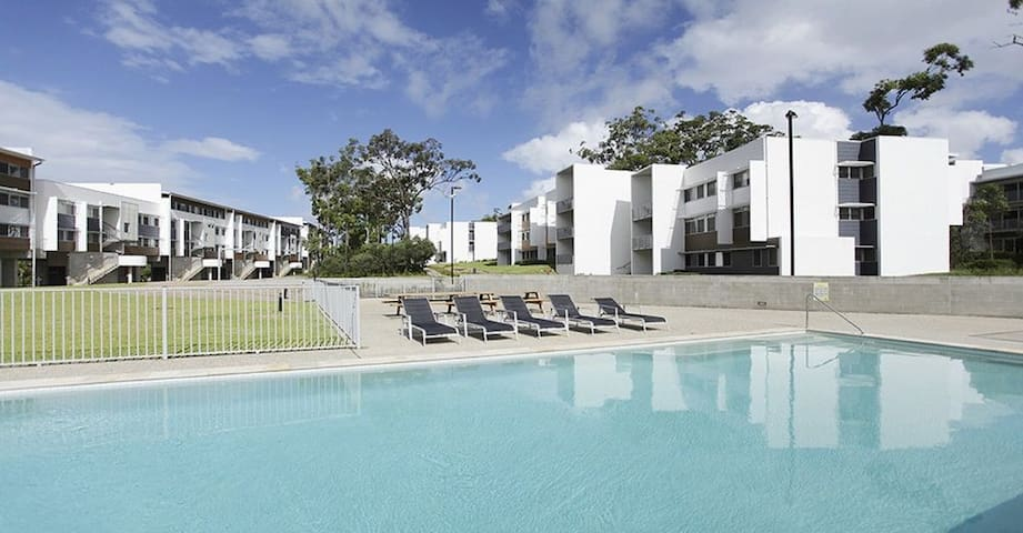 2-Bedroom Apartment - Southport - Apartamento