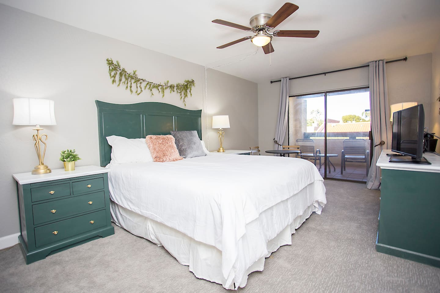 King Condo - near the best of Scottsdale!! Salt River Fields, TPC Scottsdale and Historic Old Town Scottsdale!