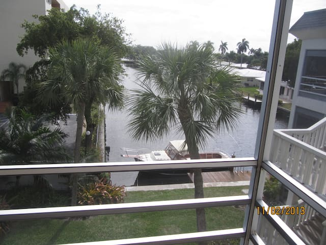 Appartment cross the street from the beach - Pompano Beach - Apartamento