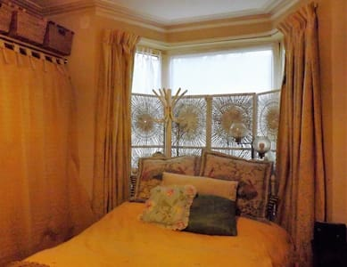 Bright & spacious double room - Gillingham