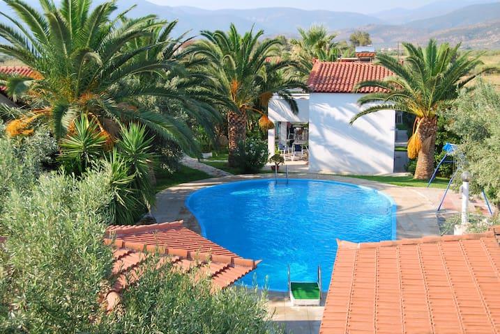 Unabhängige Maisonetten in Peloponnes mit Pool