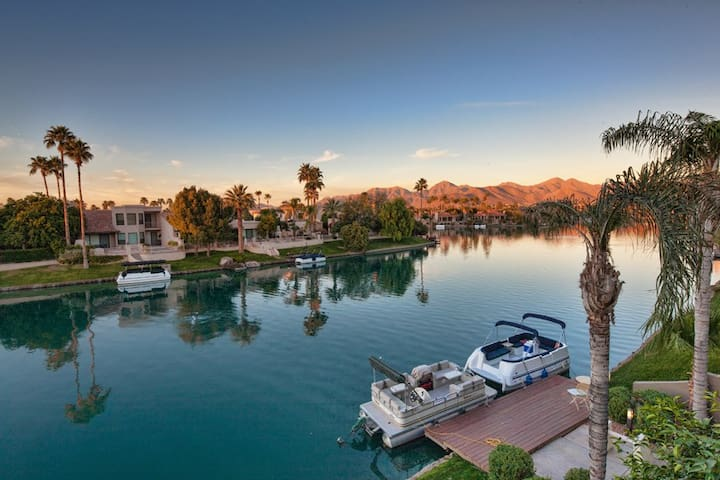*SANITIZED* Bay Club Waterfront 2 BR Condo/ COM Pool Scottsdale Ranch