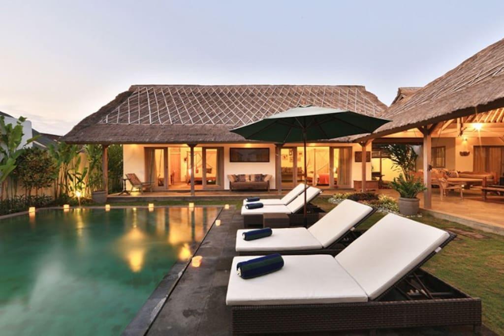 Seating pool view