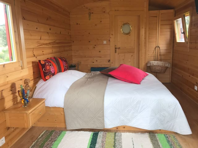 Single queen-size bed in each roulotte