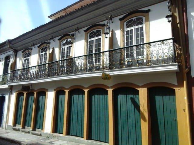 Casarão no centro histórico - Ouro Preto - Hus