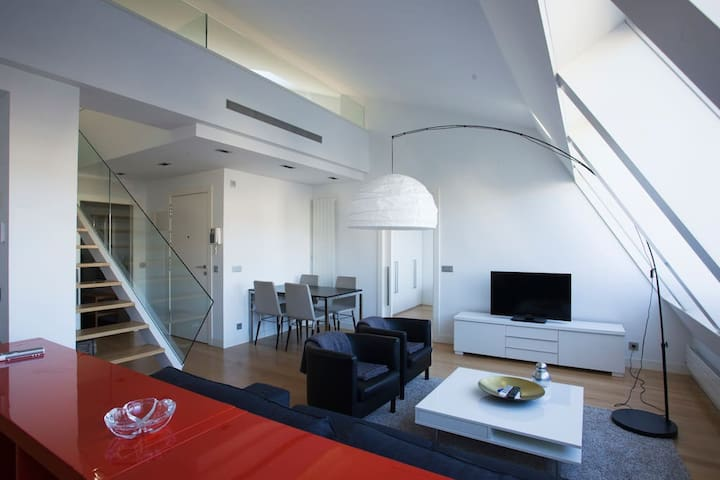 SAN MARTIN - Modern DUPLEX in the center of San Sebastian and with air conditioning