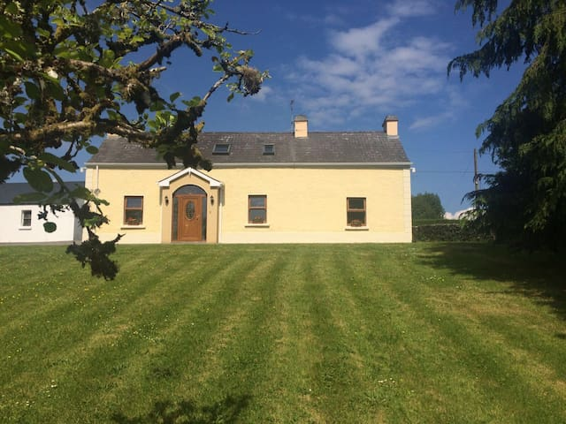 Drumany  Lodge - Ballinamore - House