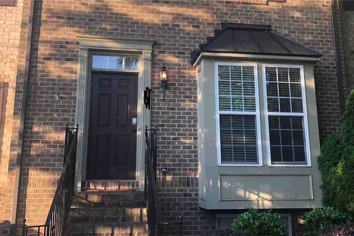 RNC- 3 br 2ba  1/2 mi to uptown 3 blocks to train