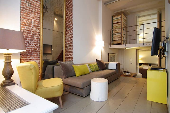 Central Jordaan apt. in Canal district!