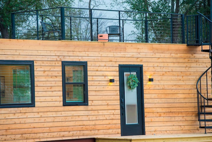 """""""Pecan Grove"""" Container Tiny Home Country Setting 12 min to Baylor/Magnolia"""