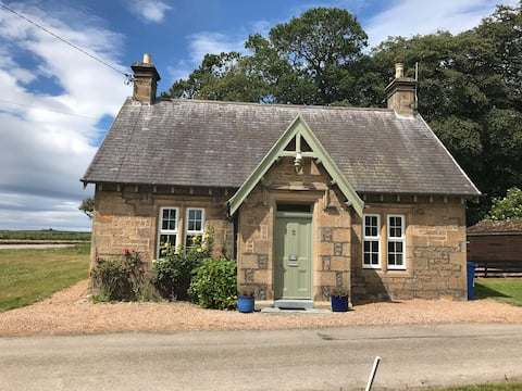 Duffus House Lodge - tranquil rural retreat