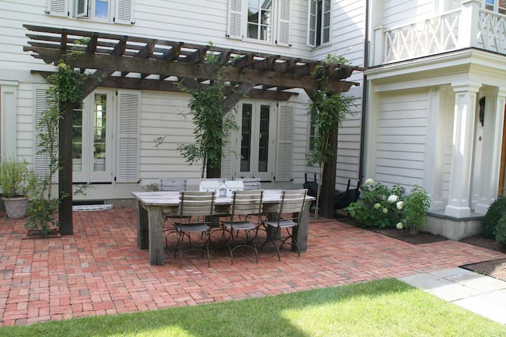 Farmhouse Enchantment at Every Turn - Armonk - Huis