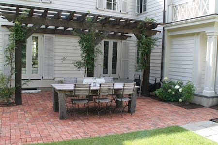 Farmhouse Enchantment at Every Turn - Armonk - Maison