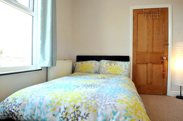 Roadside Farm - Double en-suite - Ellesmere Port