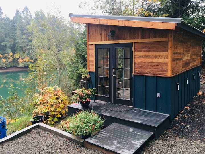 Tiny House Waterfront Living