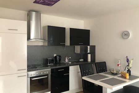 Schönes Apartment mit Balkon U-Bahn- 1min