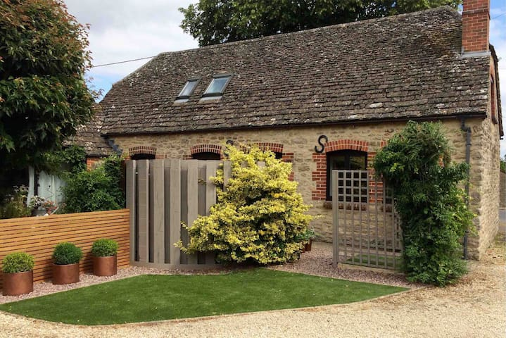 Cosy barn conversion in courtyard setting