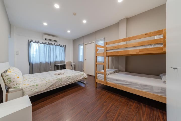 Family or Couple Room for 2-3 Pax(208,308)