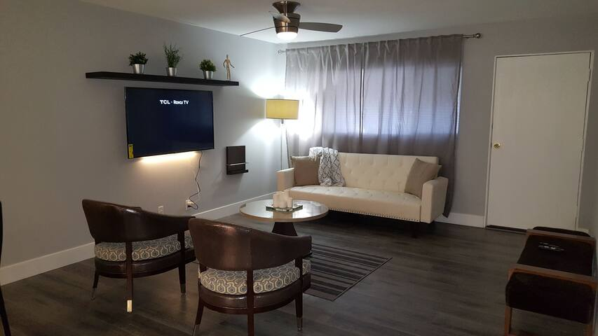 Completely Remodeled 2br/2bth 5 min from The Strip