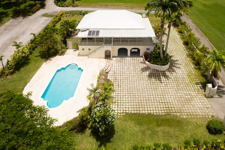 Traditional plantation house- WiFi, private pool