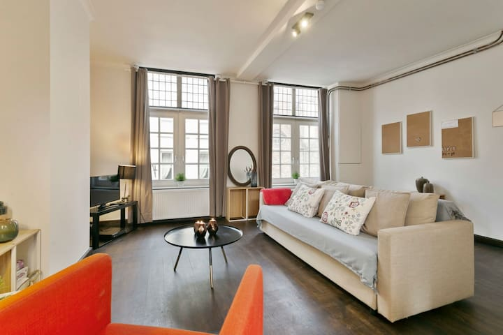 Spacious 2 bedroom apartment in old city-center