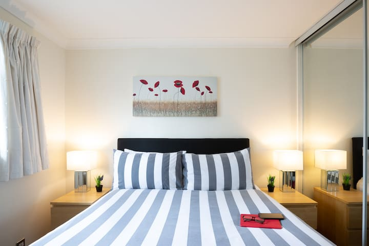 Luxury 2-bed, city centre, free parking & WiFi