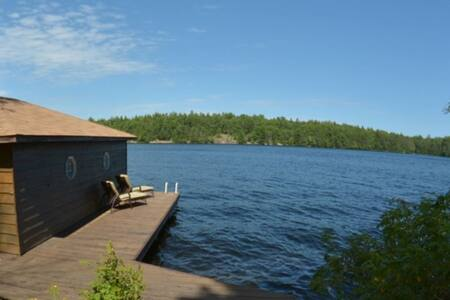 Muskoka Lake Front Cottage with Canoes & Kayaks