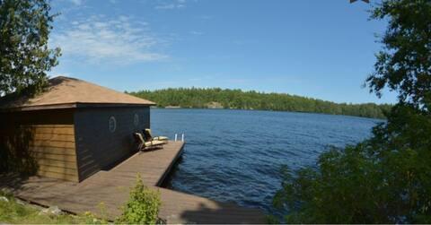 Muskoka Lake Front Cottage with Canoes & Kayaks