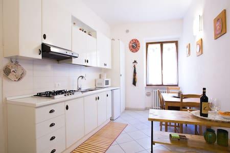 central bright apartment (Fabio's house)