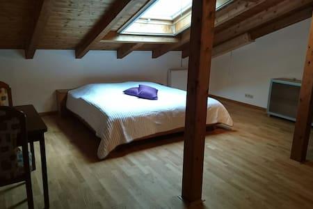 Ruhiges Zimmer mit eigenem Bad - House