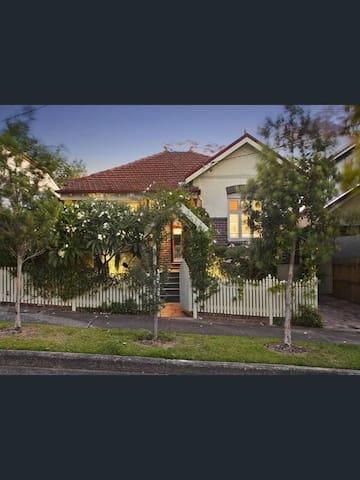 Beautiful cottage, 6km from Sydney city centre