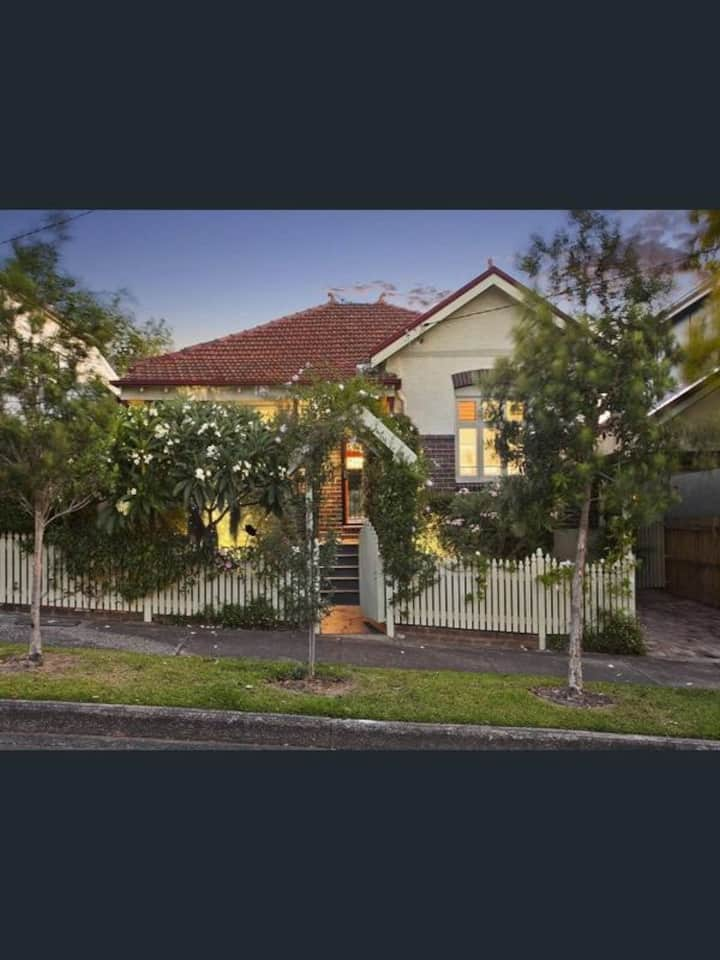 Beautiful cottage, 6km from Sydney city centre