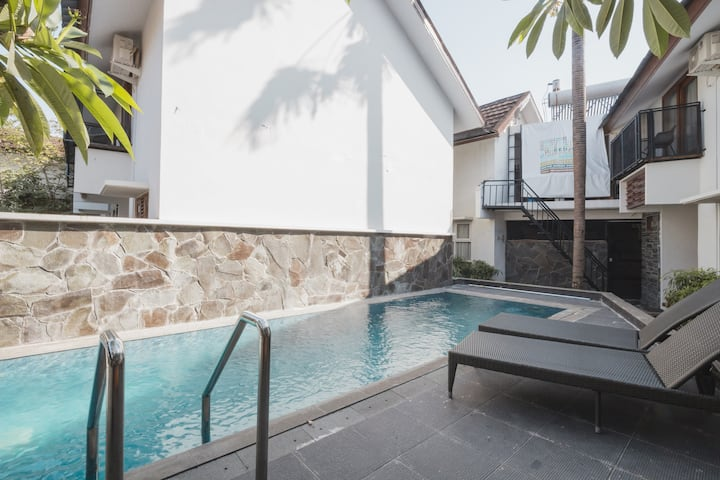 Urban Industrial Room with Pool by Bukit Vista