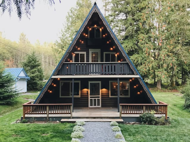 Mount Rainier A-Frame w/ Hot Tub on 10 acres