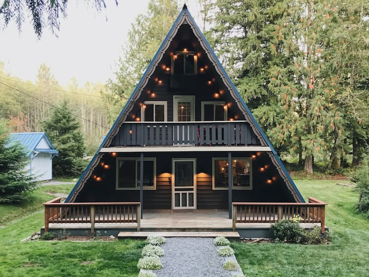 Mount Rainier A-Frame Cabin with Hot Tub