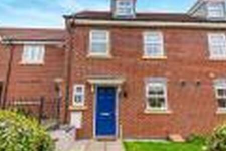 Large Double Modern House Superb Location - Northampton