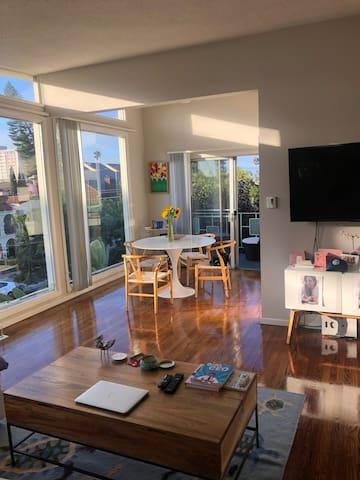Dining/LivingRoom/Balcony