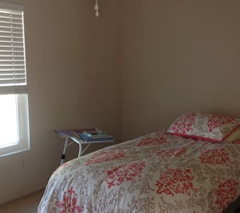 A safe, comfy home, away from home. - Victorville - House